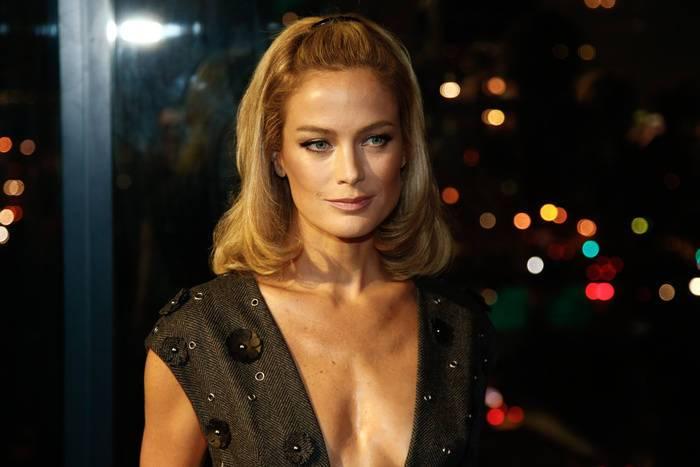 17 medium blonde hairstyle flipped in lob