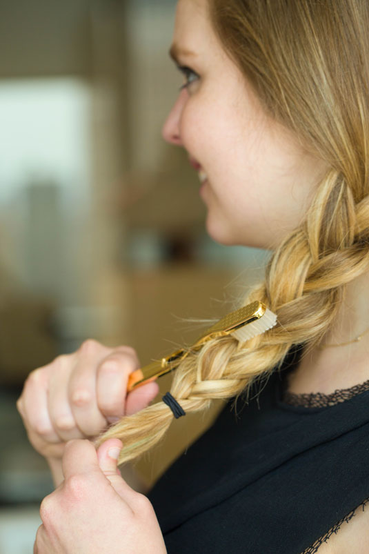 19 Use a Toothbrush to Get a Textured Braid