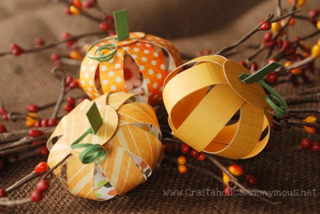 22 Paper Pumpkin Centerpiece