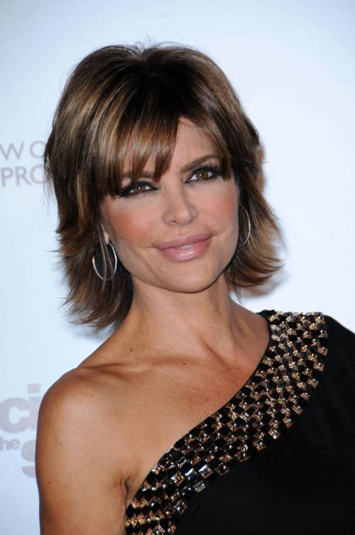30-lisa-rinna-shades-of-brown-hair-light-chestnut-browns