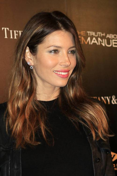 31-jessica-biel-magnetic-golden-brown-locks-with-reddish-highlights