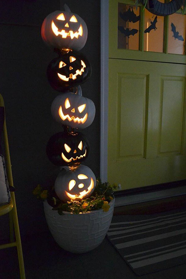 34 Black and White Halloween Topiary