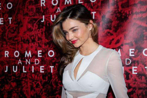 37-miranda-kerr's-shades-of-brown-hair-–-dark-golden-blonde-on-the-dark-brown-base