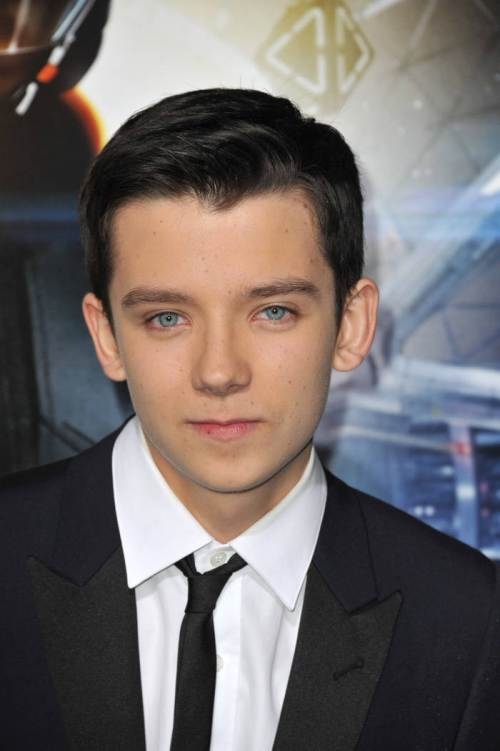 47 asa butterfield laconic hairstyle for teenage guys