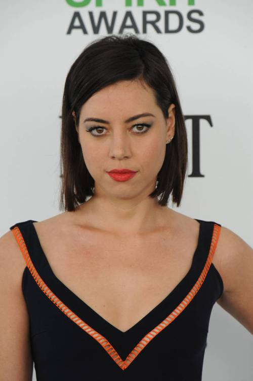 48-aubrey-plaza-shade-of-brown-hair-monochromatic-matt-hue-for-short-locks