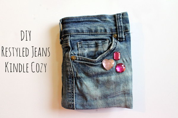 8 DIY No-Sew Recycled Jeans Kindle Cozy
