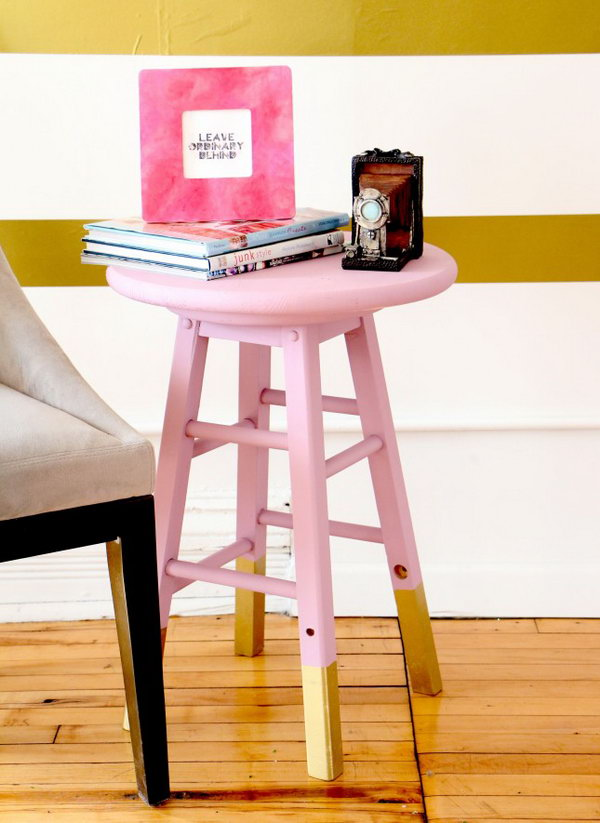 22 DIY Chalk Painted Side Table
