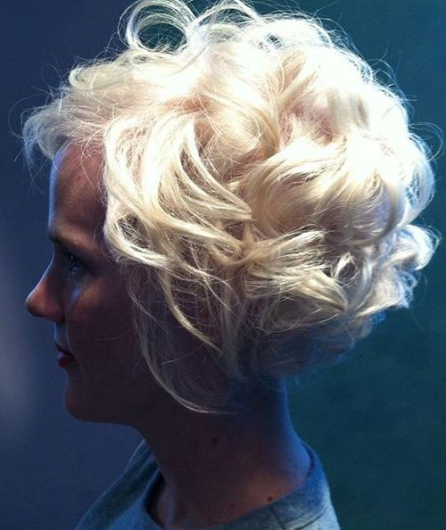 34 short curly platinum bob