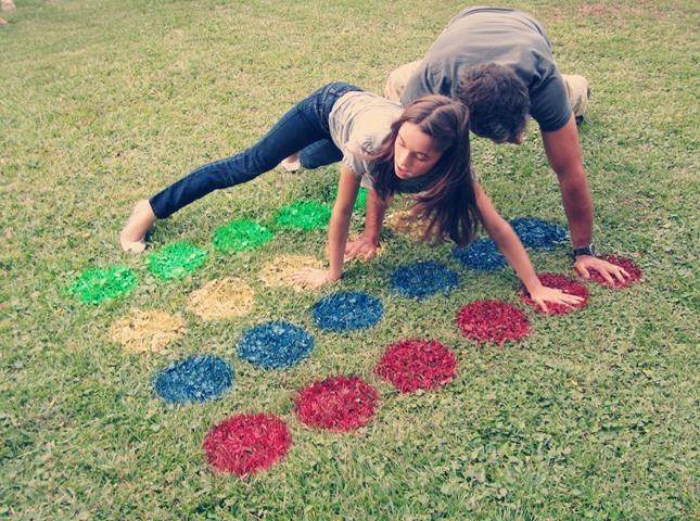 37 DIY Outdoor Lawn Twister