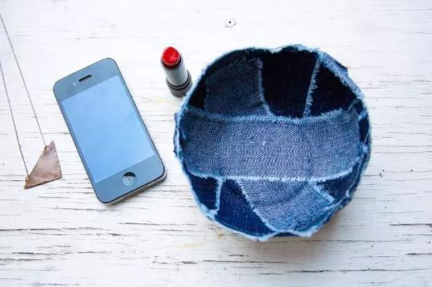 37 Recycle old jeans into a cute new denim bowl
