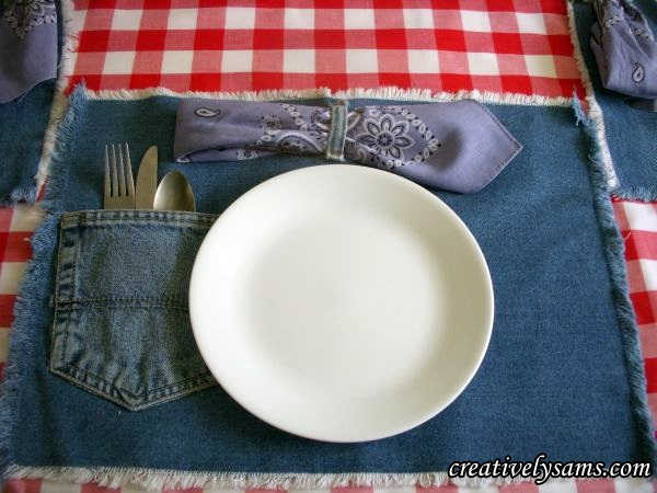 40 Make these adorable denim placemats