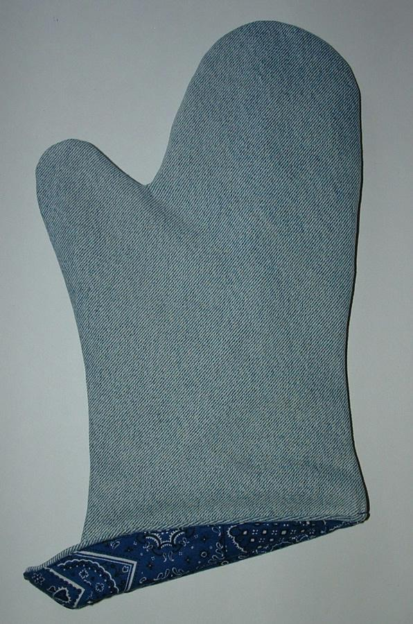 48 Recycle your old jeans into new oven mitt