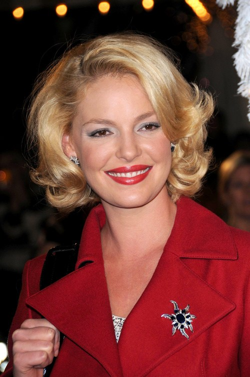 36 chic bob hairstyle with curls at the ends