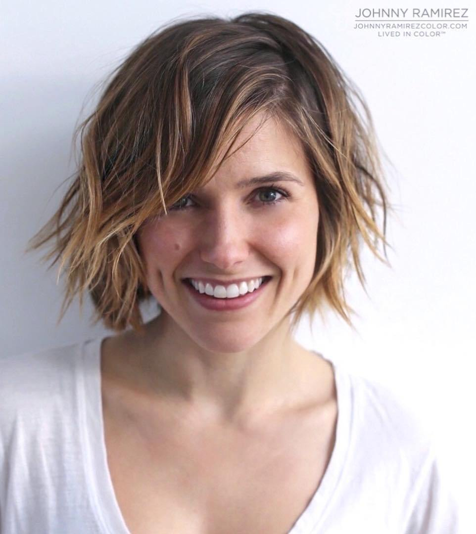 23 sideparted messy bob