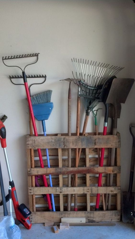 11 15 Minutes Pallet Project Long Handled Garage Tools Storage
