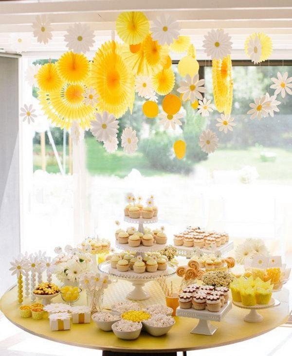 11 Daisy-Inspired Dessert Display