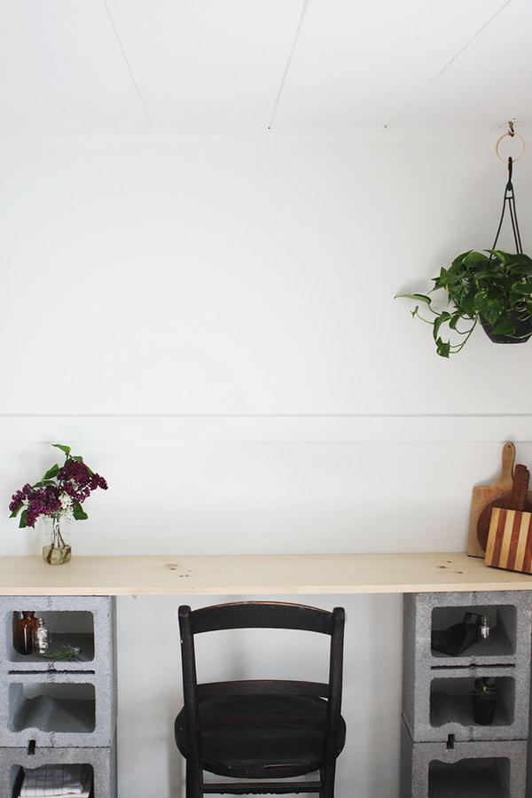 15 DIY Cinder Block Work Desk