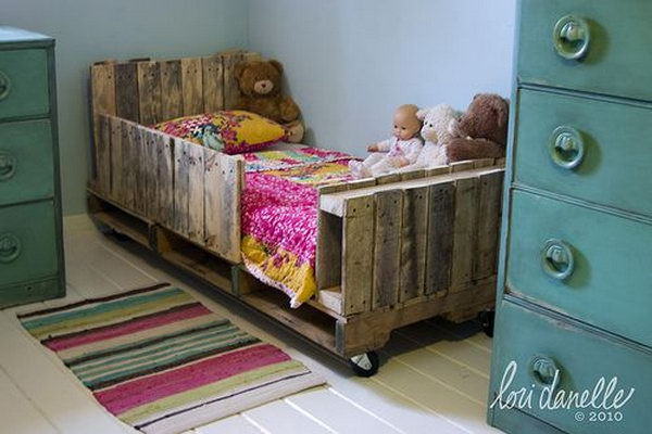 17 DIY Toddler Pallet Bed