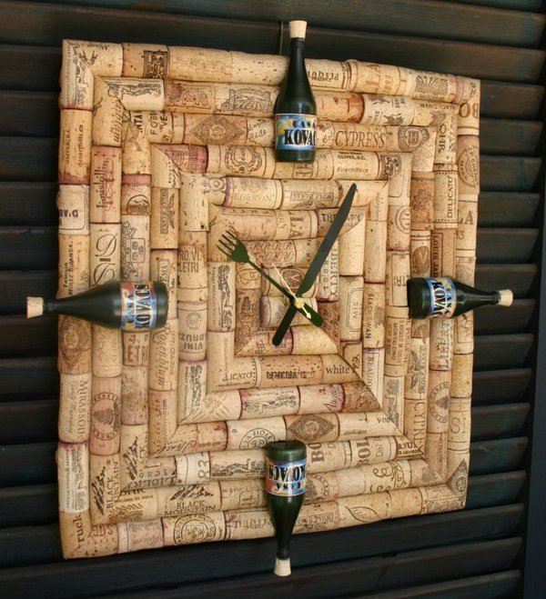 18 Wine Cork Clock