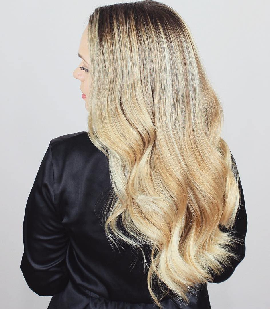 18 long blonde wavy hairstyle