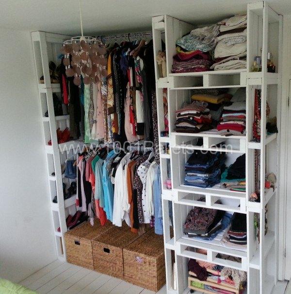 19 DIY Pallet Wardrobe