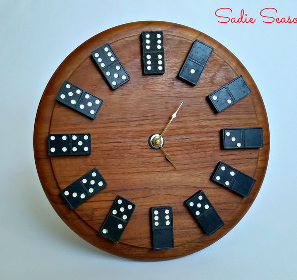 19 Wall Clock Made from Old Wooden Dominos and Round Cutting Board