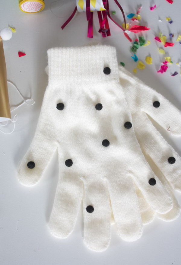 2 DIY Pom-Pom Gloves