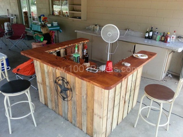 22 DIY Pallet Mini Bar