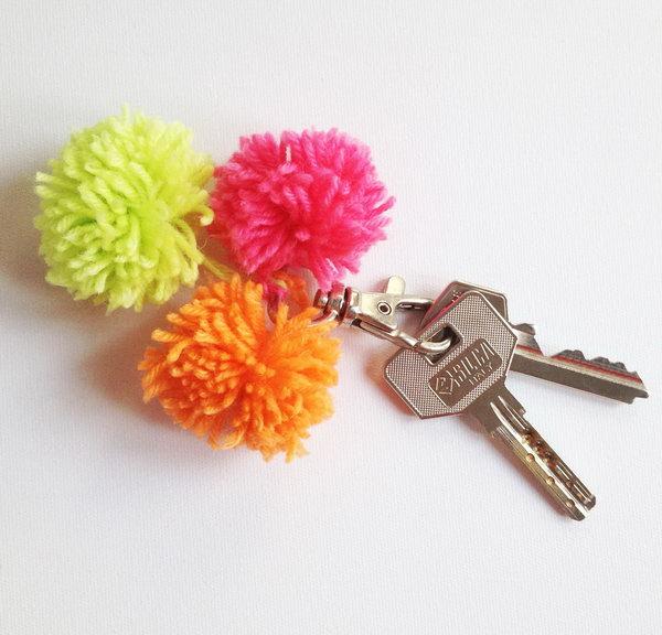 22 DIY Pom-Pom Keychain
