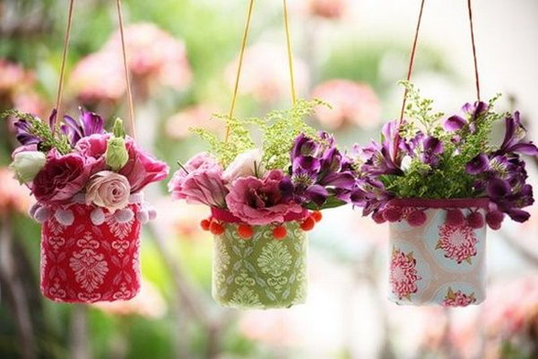 22 DIY Pretty Hanging Vases From Plastic Bottles