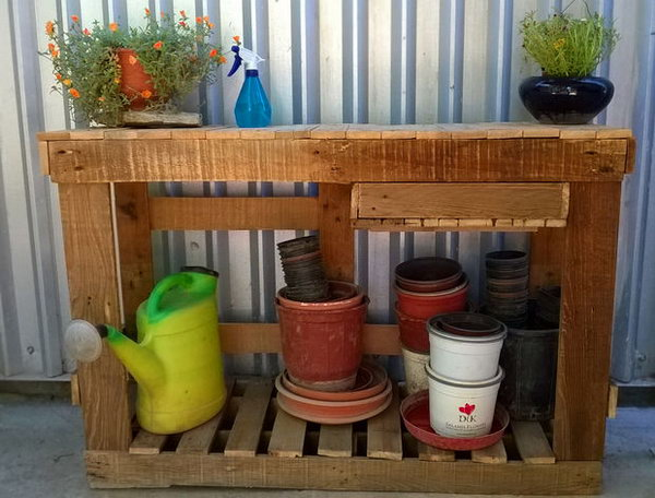 23 Make A Basic Gardening Table Out Of Old Pallets