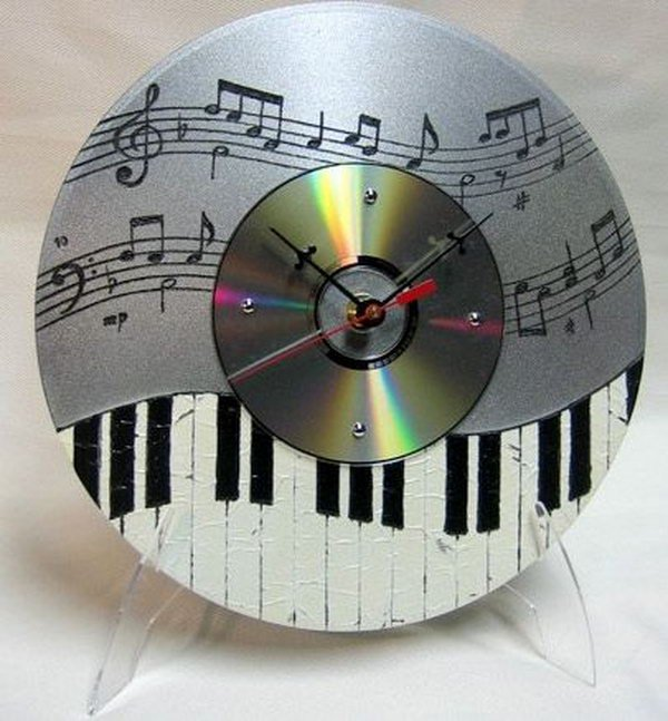 26 Recycle Unwanted CD into Musical Clocks