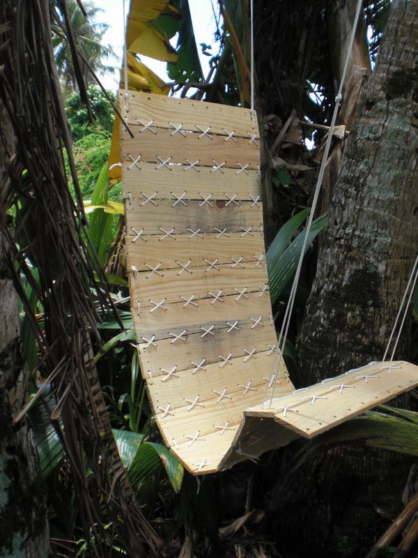 33 DIY Outdoor Paracord Laced Hanging Pallet Chair