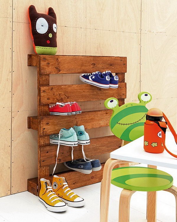 38 DIY Pallet Shoe Rack