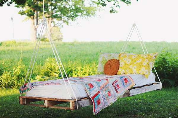 39 DIY Pallet Swing Bed