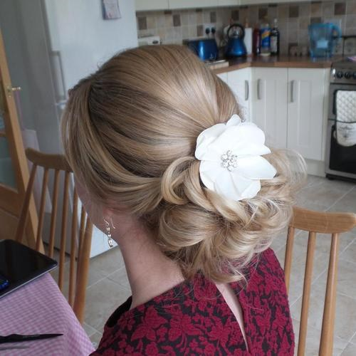 39 blonde prom updo for long hair