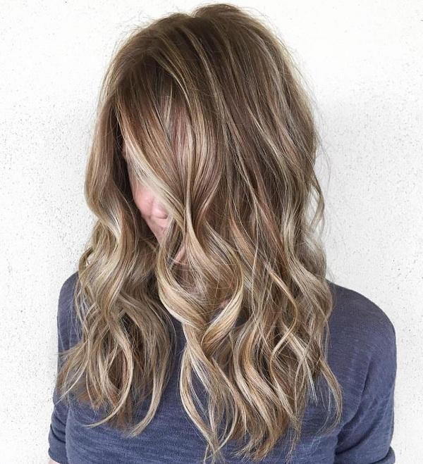 5 wavy brown hair with highlights