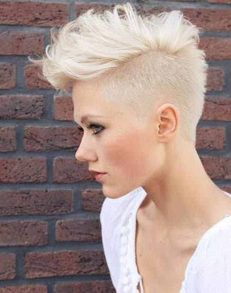 52 summer_short_hairstyles_for_women_Girly_Mohawk