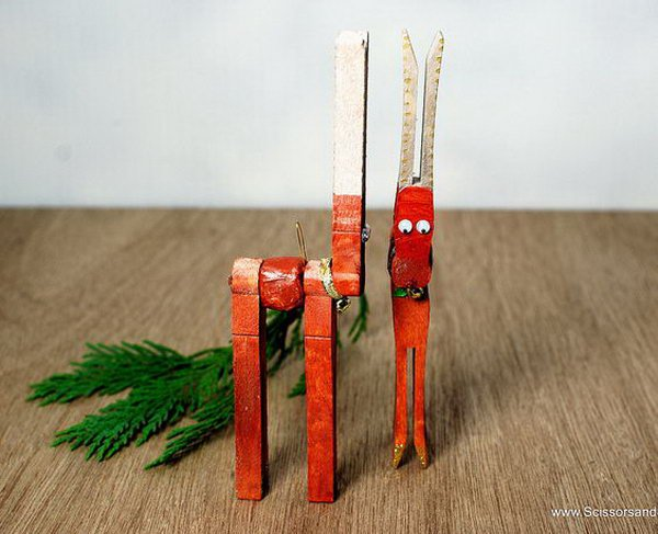 9 DIY Christmas Reindeer from Clothespins