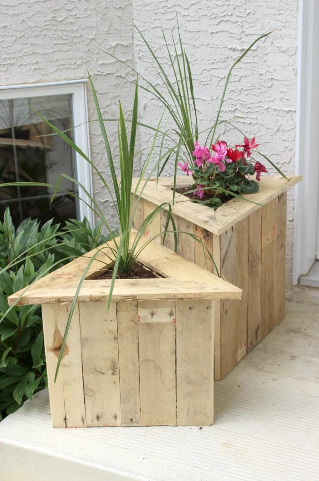 27 Awesome DIY Pallet Projects with Tutorials