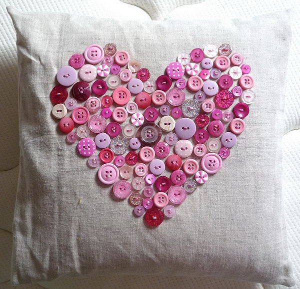10 This vintage button heart pillow is perfect for Valentines Day