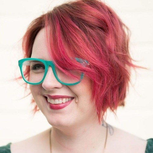 10 short shaggy pink hairstyle for plus size women