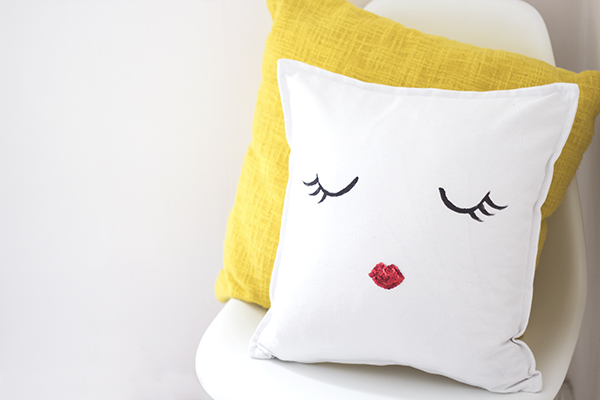 15 DIY Little Madam Cushion