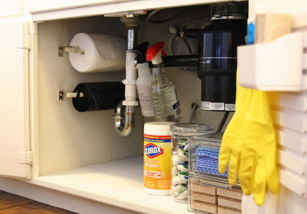 17 Store trash bags on a roll under the sink to keep them accessible