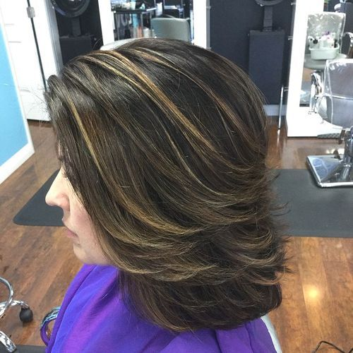 4 medium layered hairstyle with highlights
