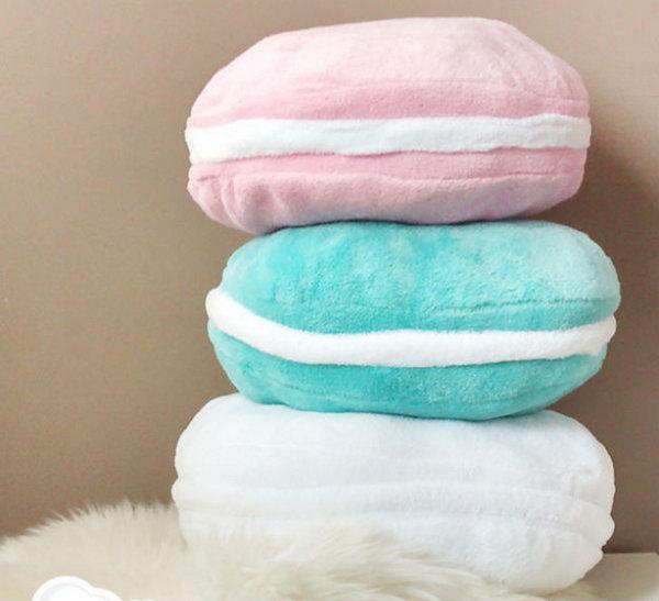 5 Macaron Pillows