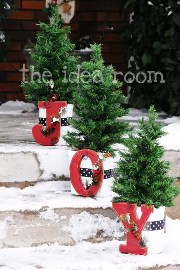 13 Amazing DIY Outdoor Christmas Decorating Ideas and Tutorials