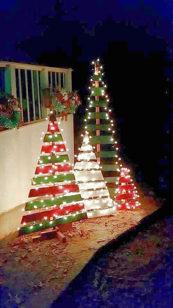 14 Amazing DIY Outdoor Christmas Decorating Ideas and Tutorials