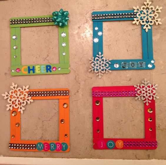 2 DIY Ideas and Tutorials to Recycle Popsicle Sticks for Christmas