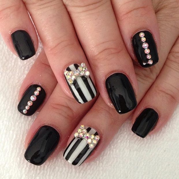 48 Striped Accent Nails